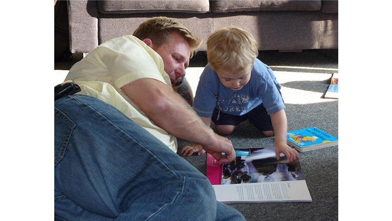 """""""Hay que acostar a los niños leyendo un libro y no mirando televisión"""""""